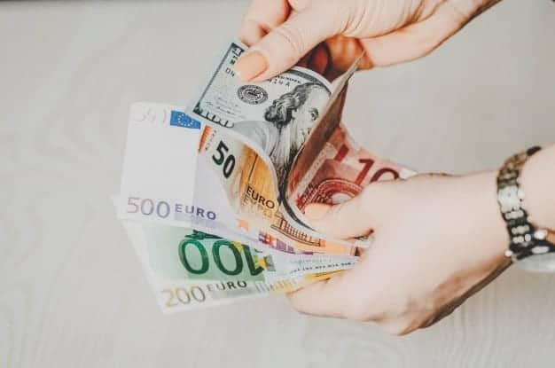 geld im ausland tauschen oder in deutschland